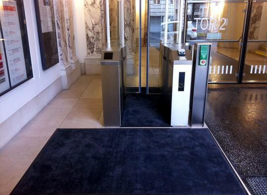Unicolor Matte in einem Eingangsbereich