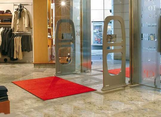 Rentmat Colored im Eingangsbereich einer Boutique