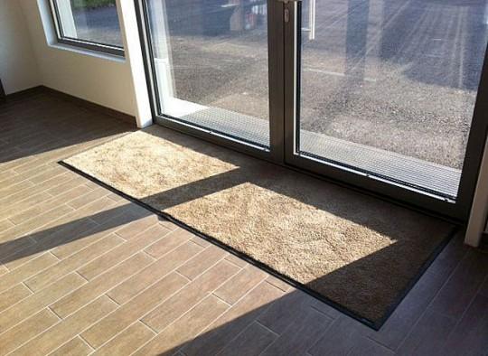 Unicolor Matte im Eingangsbereich