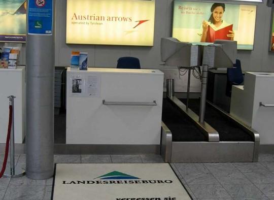 Matte als Werbefläche am Flughafen Linz